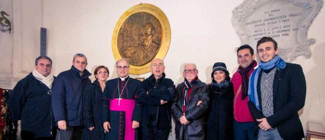 Il Vescovo, don Leo Di Simone, il giovane artista e i parenti don Pino Puglisi.
