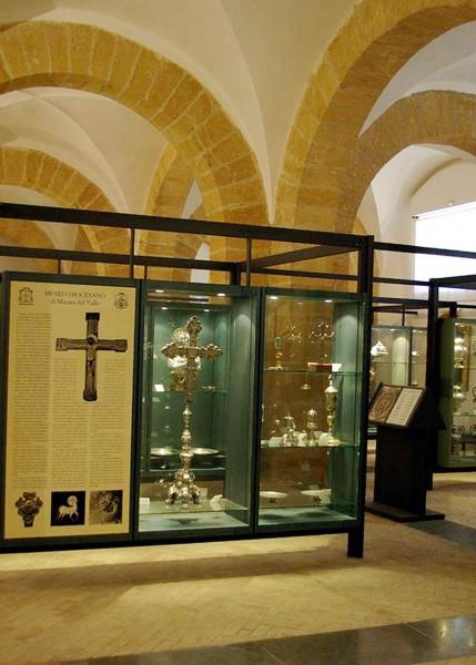 Una panoramica di una delle sale del museo diocesano di Mazara del Vallo.
