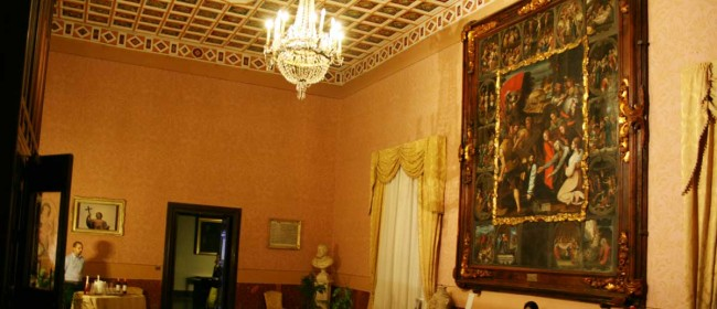 Il particolare di uno dei saloni del palazzo vescovile di Mazara del Vallo.