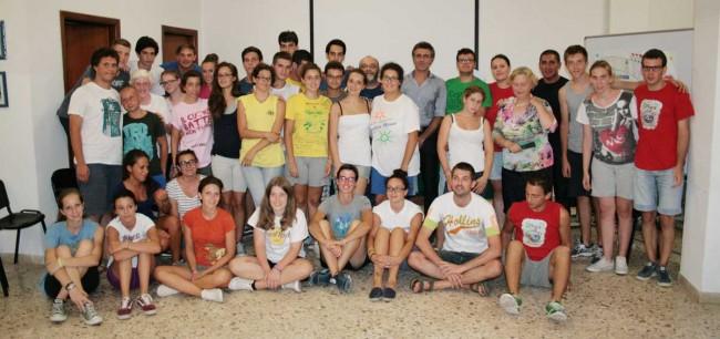 I ragazzi del campo col vice questore Fabio Messina e il presidente della Fondazione San Vito Onlus, Vilma Angileri.
