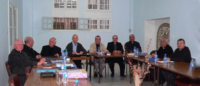 I lavori della Cerna a Tunisi nel novembre 2011. Monsignor Martinelli è il terzo da sinistra.