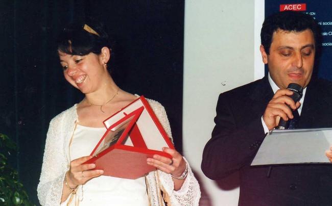 Giuseppina Ferreri mentre ritira il premio