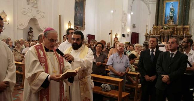 Il Vescovo con don Tommaso Lombardo.