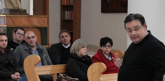 Don Edoardo Bonacasa, a destra nella foto.