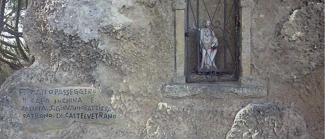 L'edicola votiva dedicata a San Giovanni Battista, patrono di Castelvetrano.