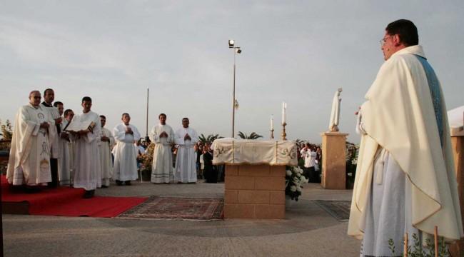 padre Enzo Vitale (a destra nella foto).
