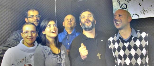 Il gruppo che ha cantato nei brani contenuti nel cd, insieme a don Vincenzo Aloisi.