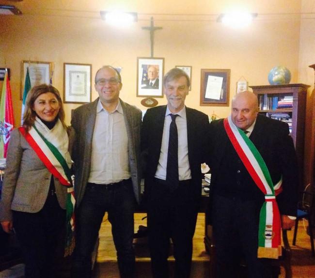 Il sindaco Salvatore Gino Gabriele (a destra) coi sottosegretari Del Rio e Faraone e il sindaco di Lampedusa, Giusy Nicolini.