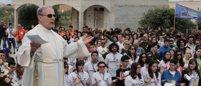 """Il Vescovo durante il saluto all'undicesima edizione di """"Giovaninfesta""""."""