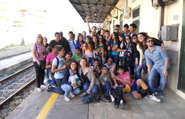 """I giovani che partecipano al progetto """"Giovani lab""""."""