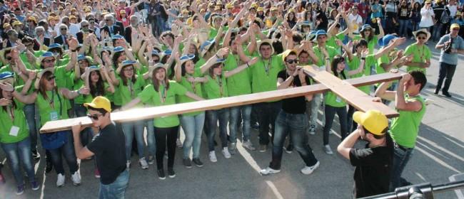 La Croce di Giovaninfesta nelle mani dei giovani di Petrosino.