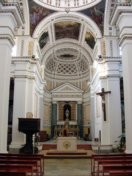 L'interno della parrocchia San Giovanni Battista a Castelvetrano.