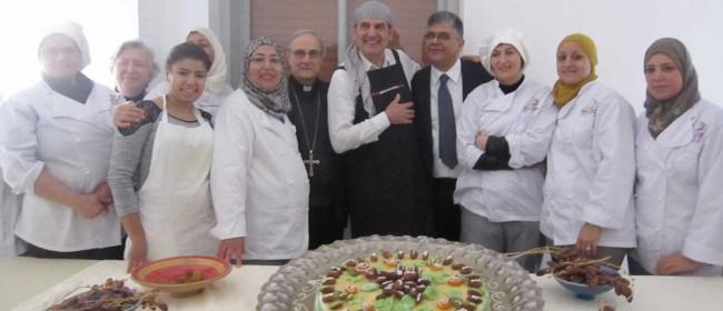 """Lo chef Peppe Giuffrè, col Vescovo, il Console tunisino a Palermo e le donne del progetto """"Nuovi Italiani""""."""