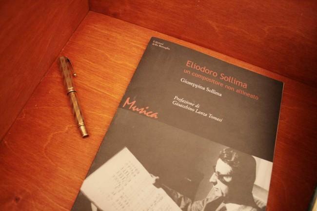 La penna di Eliodoro Sollima, esposta nella bacheca dedidata al compositore sicialiano.