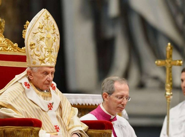 Il Papa durante una celebrazione eucaristica.