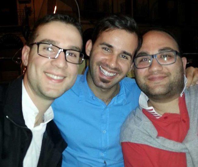 Marco Laudicina (a sinistra) con due amici.