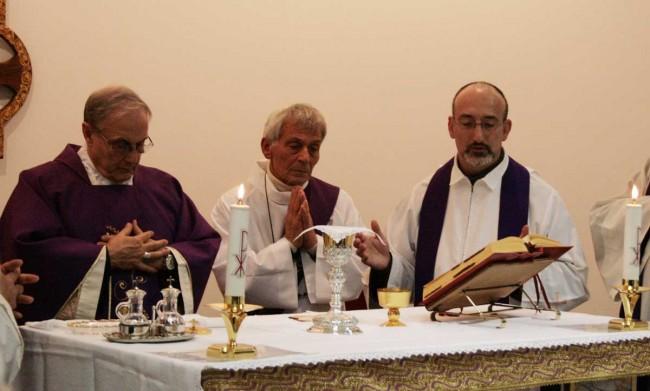 Il Vescovo, il diacono Angelo Romano e fra Alfio Moschetto.