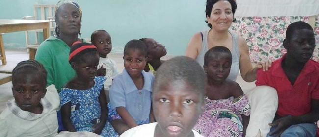 """Margherita Marascia con i ragazzi che frequentano il suo centro """"Shalom""""."""