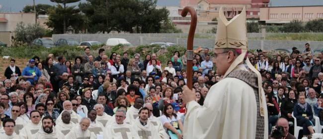 Il Vescovo durante l'omelia.