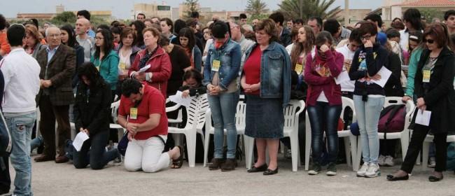 Un momento di preghiera durante la celebrazione eucaristica.
