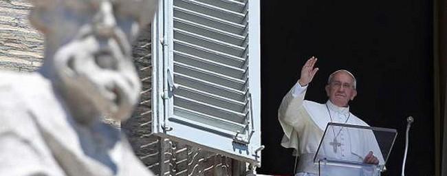 Il Papa durante l'Angelus di domenica scorsa.