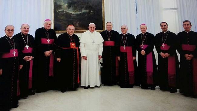 Il Papa con il cardinale Paolo Romeo e i Vescovi della Sicilia Occidentale.