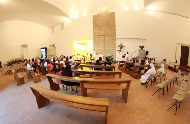 L'interno della chiesa madre di Pantelleria.