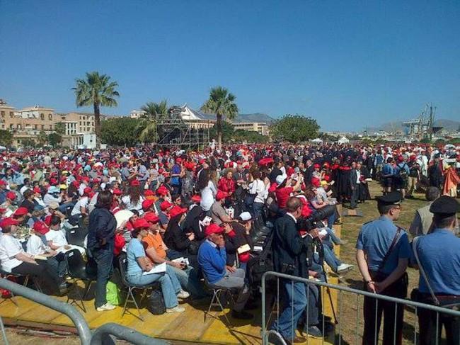 La folla radunatasi al Foro Italico per il rito di beatificazione.