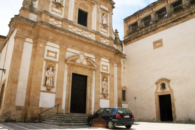 La chiesa di San Michele.