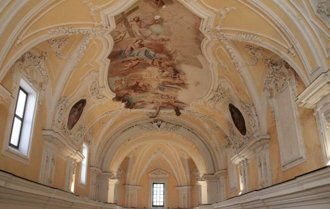 Un particolare degli affreschi interni.