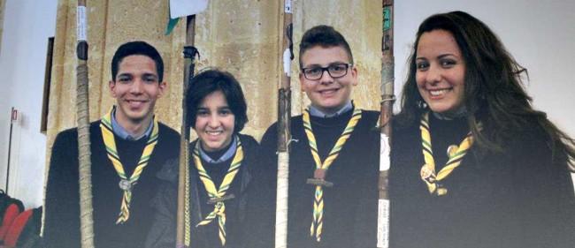 Quattro giovani scout al termine della celebrazione eucaristica in Cattedrale.