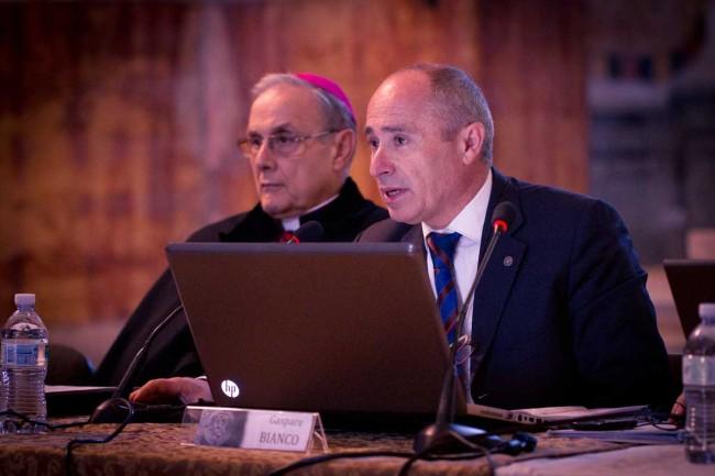 L'architetto Gaspare Bianco e il Vescovo (foto di Flavio Leone)