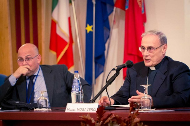 Giovanni Di Leo (Procura di Caltanissetta) e il Vescovo Mogavero (foto Flavio Leone)