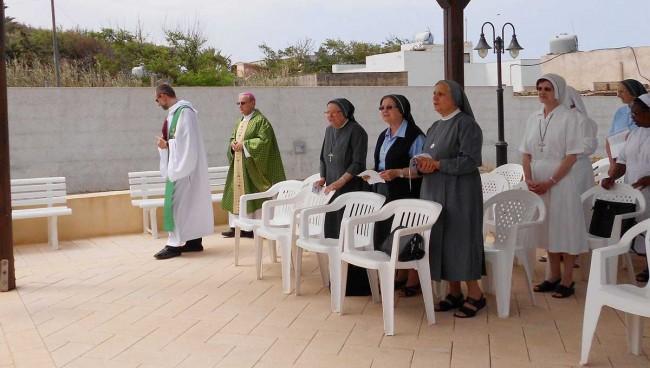 L'inizio della celebrazione eucaristica col Vescovo.