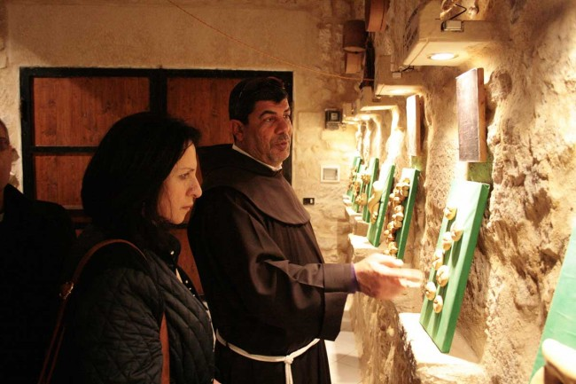 Vera Baboun e padre  Ibrahim Faltas in visita al museo del pane di Salemi.