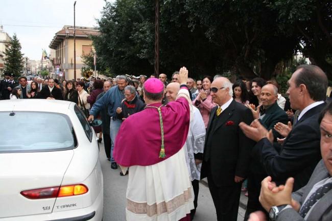 La prima volta di monsignor Mogavero a Campobello: era l'aprile del 2007, appena dopo il suo ingresso da Vescovo a Mazara del Vallo.