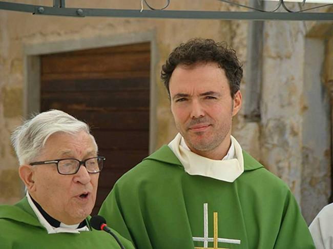 Monsignor Antonino Bellissima e don Vito Saladino.