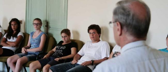 Alcuni giovani veneti durante l'incontro col Vescovo.