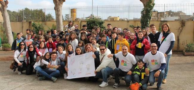 I ragazzi che hanno partecipato alla Festa della pace, tenutasi domenica 25 a Mazara del Vallo.