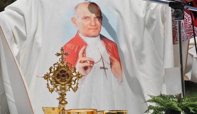 La reliquia contenente la ciocca dei capelli di Giovanni Paolo II.