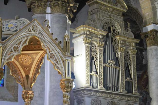 L'organo a canne della chiesa madre.