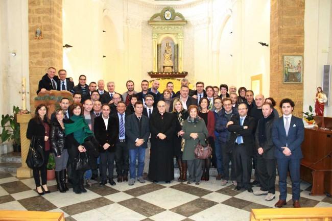 Il Vescovo con gli amministratori locali che hanno partecipato al Ritiro di Natale.