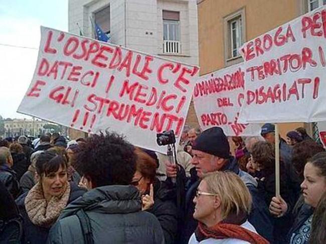 La protesta a Roma per la chiusura del punto nascita a Pantelleria.