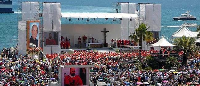 Il palco montato al Foro Italico.